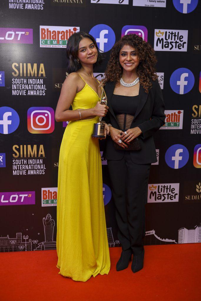 poornima and Prarthana Indrajith at siima 2021 photos