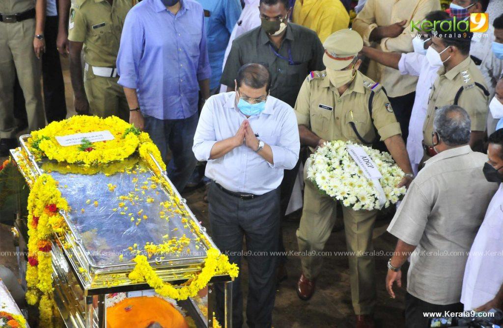 nedumudi venu funeral photos 046
