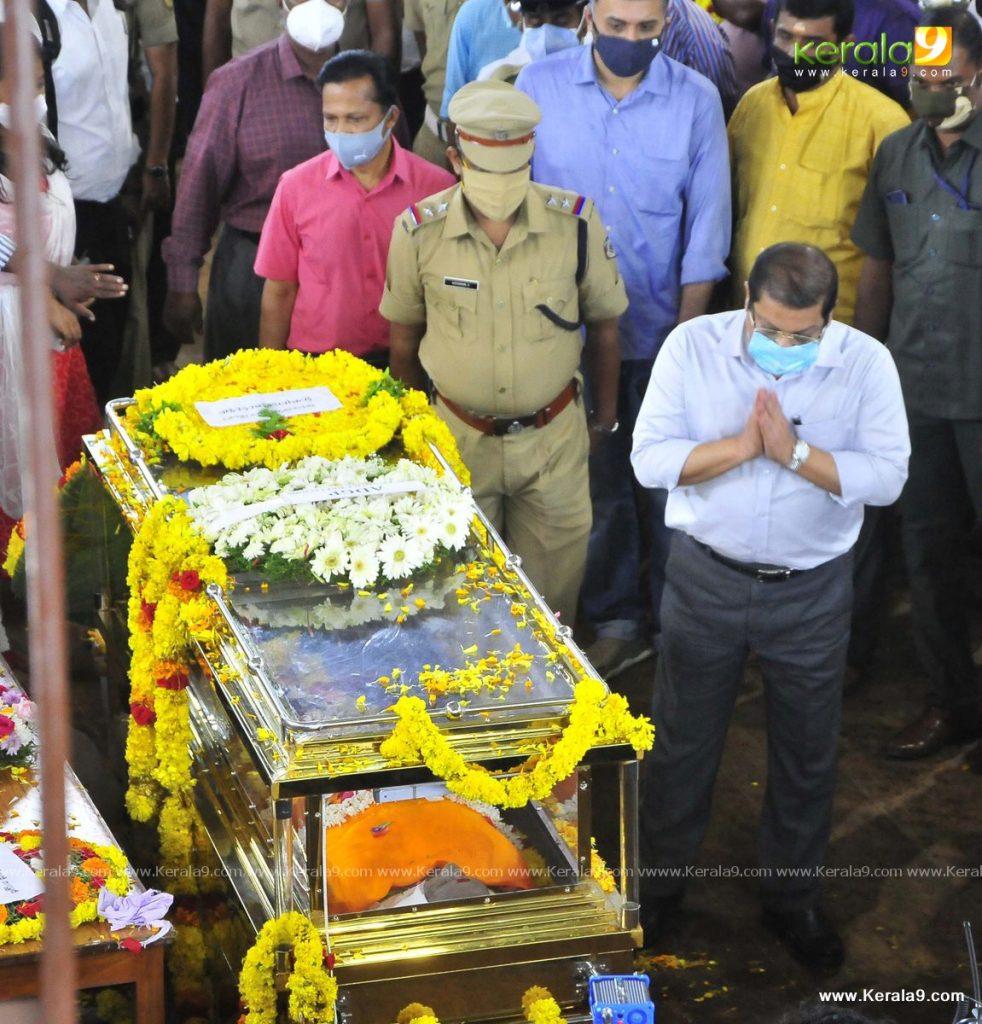 nedumudi venu funeral photos 047