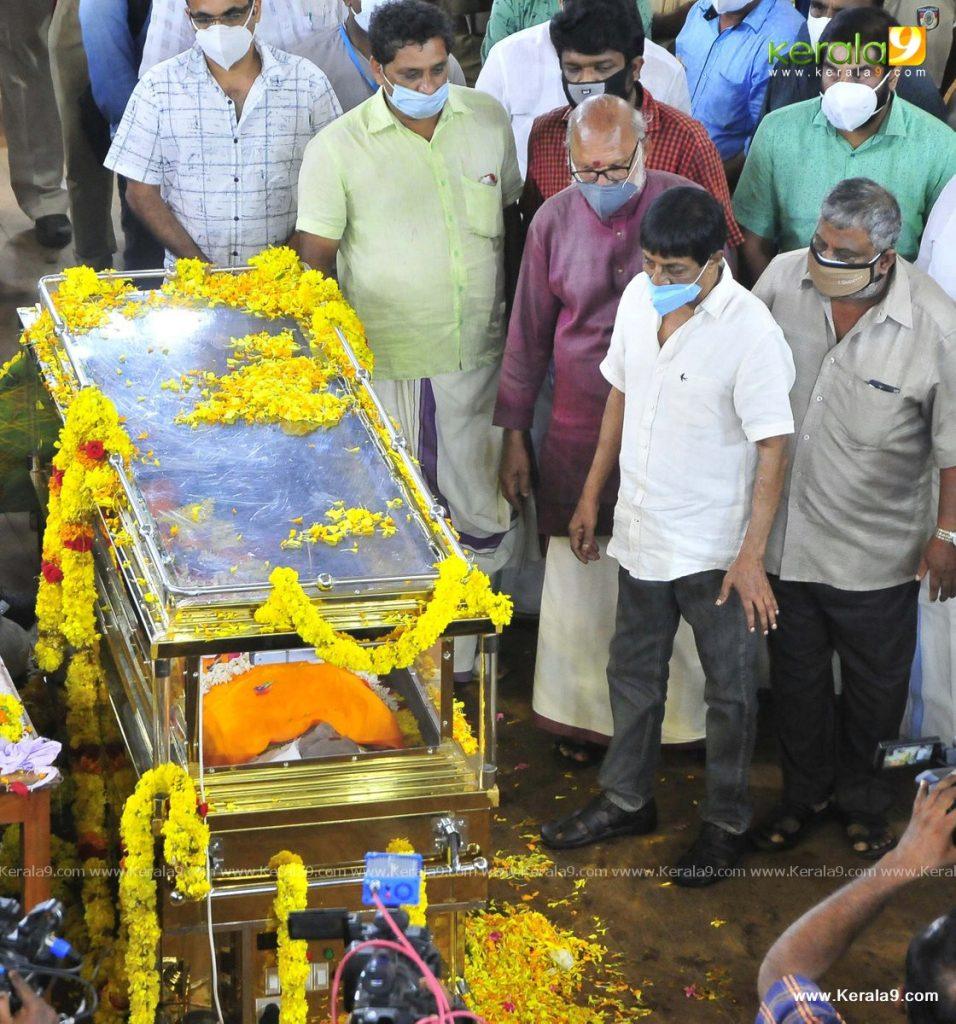 nedumudi venu funeral photos 066