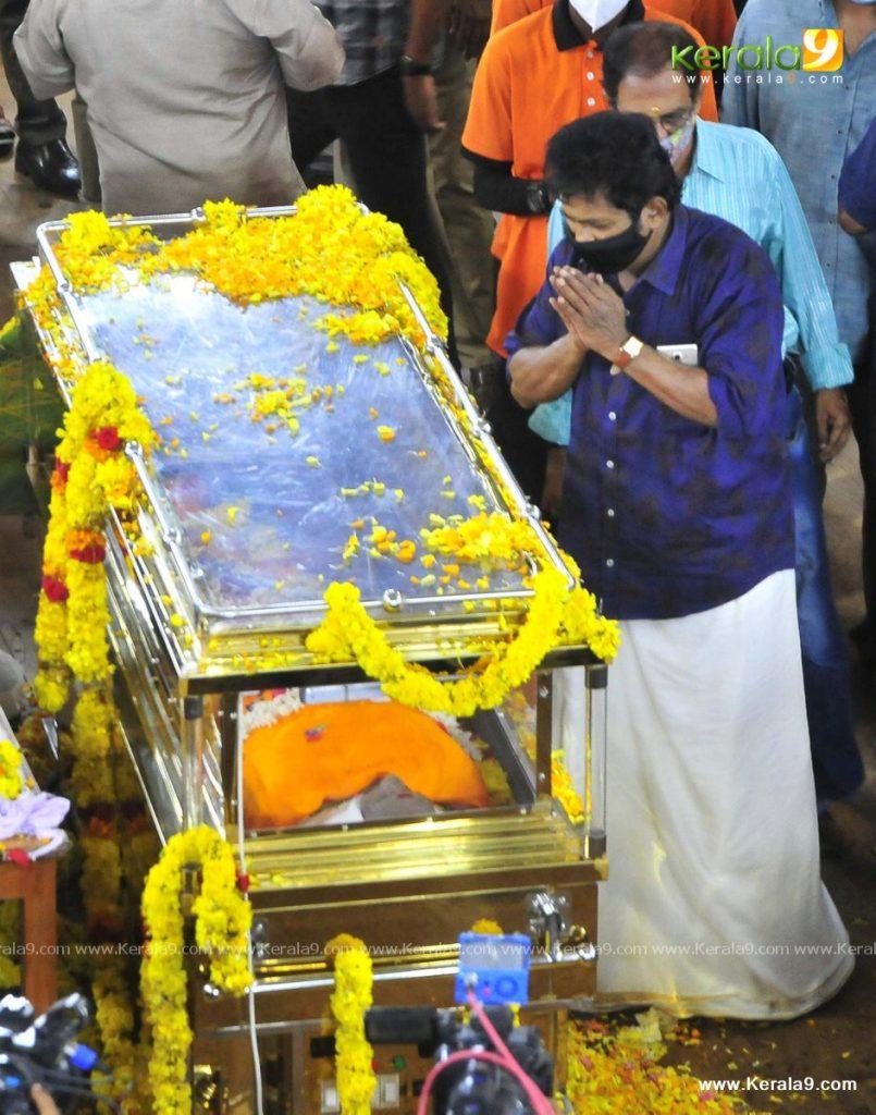 nedumudi venu funeral photos 076
